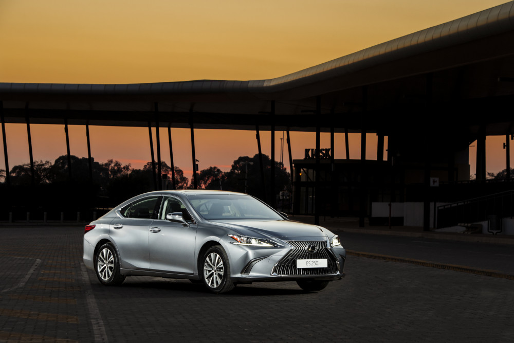 Lexus ES goes longer and wider