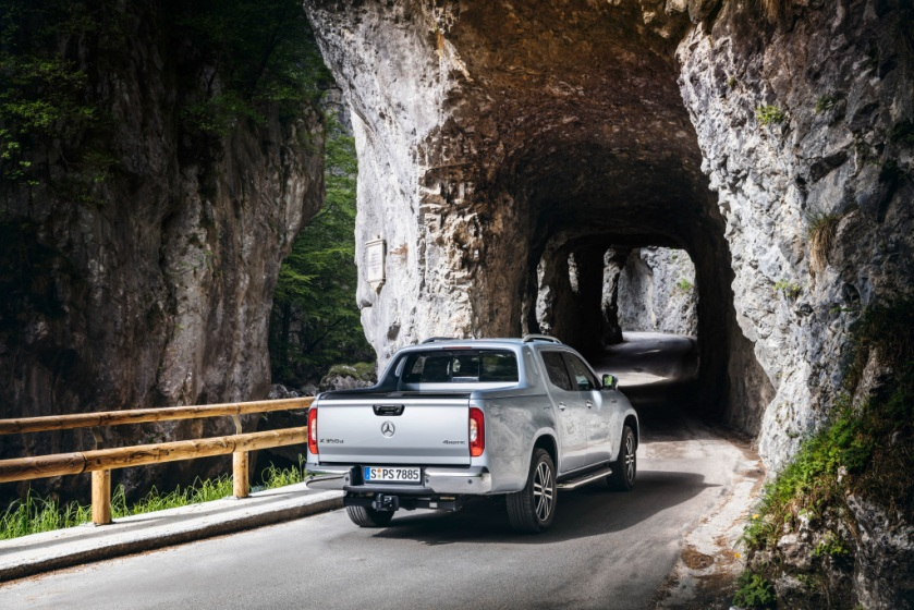 Mercedes-Benz komplettiert sein Pickup-Modellprogramm: Die X-Klasse mit V6-Motor und permanentem Allradantrieb – der Performance-Pickup für den sportlichen Lifestyle  Mercedes-Benz completes its pickup model range: The X-Class with V6 engine and permane