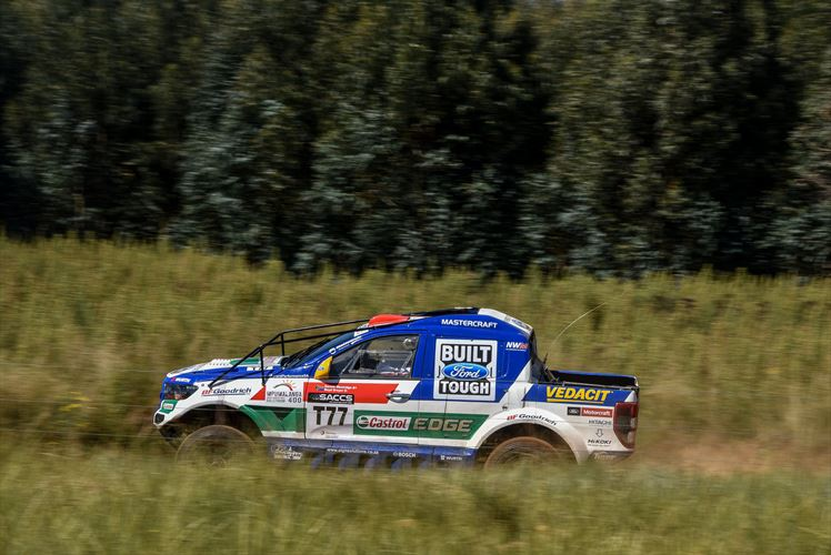 ford-castrol-cross-country-team-2_880x500