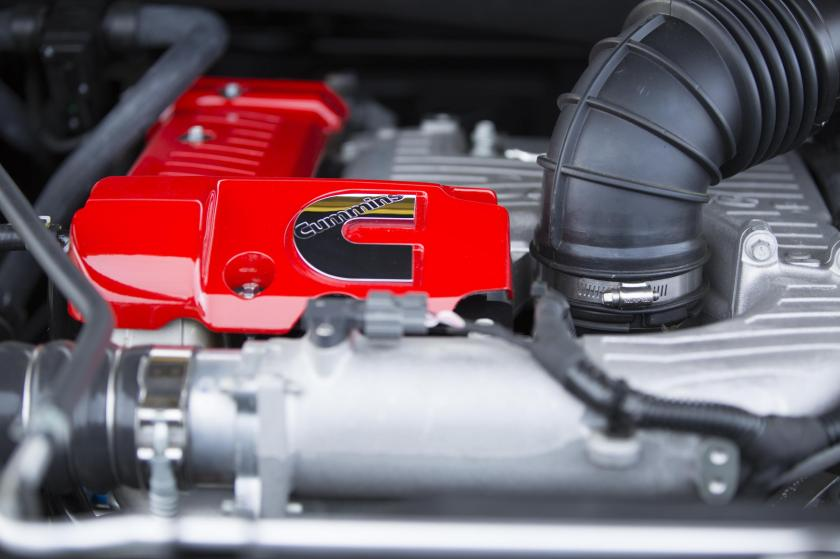 cummins-diesel-engine-of-2016-nissan-titan-xd-is-a-beautiful-technological-showcase-video-photo-gallery_9