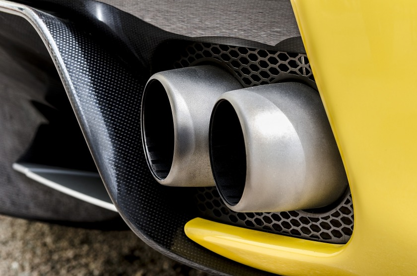 car-exhaust-1902909_1920