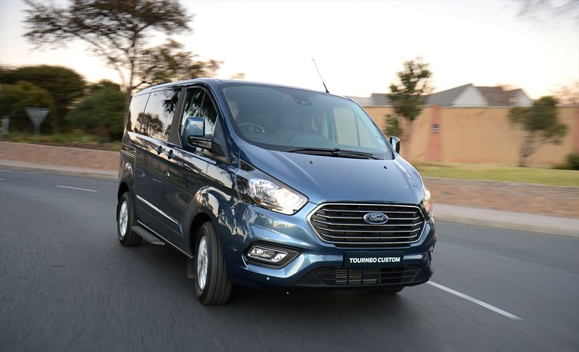 ford_tourneo_custom_ltd_05_880x500